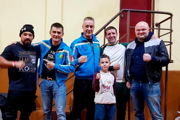 Қазақстандық боксшы Ержан Залилов қарсыласын уақытынан бұрын жеңді