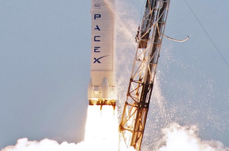 Space X компаниясымен Айға самғайтын тұңғыш турист анықталды