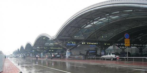 СМИ: Пекинский аэропорт отменил в субботу 97 авиарейсов из-за дождей и грозы