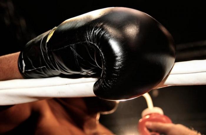 факс: профисиональный боксер из англии малыша