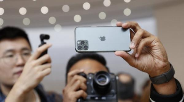 iPhone 11 سمارتفونىن ساتىپ العاندار شاعىمدانىپ جاتىر